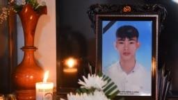 Nguyễn Đình Lượng, e là một trong số 39 người chết trong một container xe tải ở Anh, được gia đình lập bàn thờ ở tỉnh Hà Tỉnh, ngày 29 tháng 10, 2019.