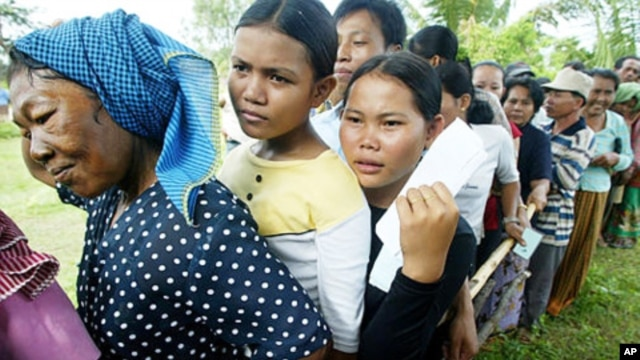 Thailand says it will go through with the expulsion of workers who fail to go through the documentation process, perhaps as early as March.