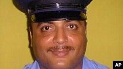 Agente anti-narcóticos puertorriqueño Guarionex Candelario, sospechoso de matar a tres colegas en la comandancia de policía de Ponce, donde trabajaba.