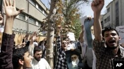 20일 이란 테레란 주재 프랑스 대사관 앞에서 벌어진 시위.