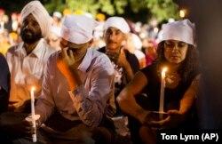 Траурная церемония в память о жертвах массовой стрельбы в сикхском храме в Оук-Крик, Висконсин, 7 августа 2012 года