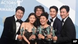 بازیگران فیلم کرهای انگل در بیست و ششمین مراسم سالانه اعطای جوایز انجمن بازیگران فیلم هالیوود