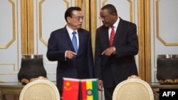 PM Ethiopia Hailemariam Desalegn (kanan) menerima PM China Li Keqiang di Addis Ababa, Minggu (4/5).