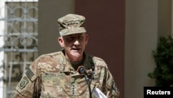 جنرال نکلسن وایي په پوځ کې د فساد له وجې په لیرې پرتو پوستو کې افغان امنیتي ځواکونو اکمالات نه رسیږي.
