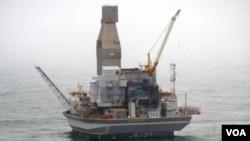 Anjungan minyak di pulau Sakhalin, Rusia (foto: dok).