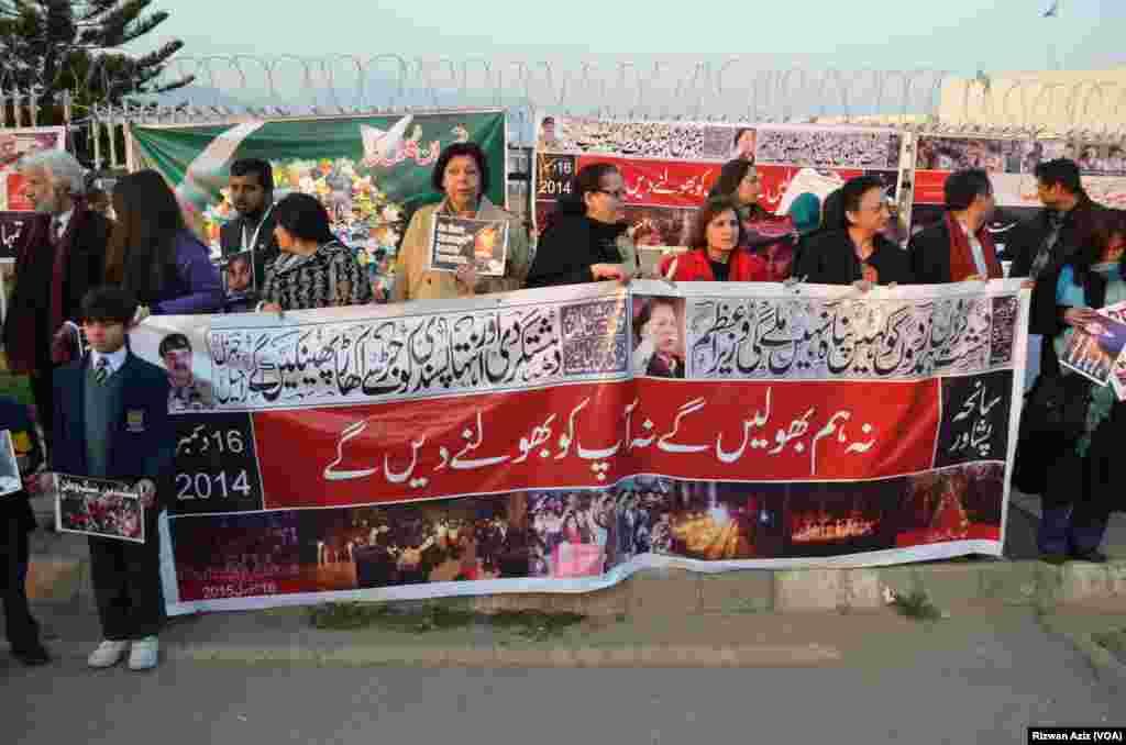 پاکستان سمیت دنیا کے مختلف ممالک نے اس واقعے پر گہرے دکھ اور افسوس کا اظہار کیا گیا تھا۔