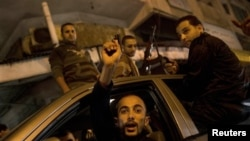 Gazze'de ateşkesi kutlayan Filistinliler