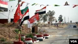 Shia and Iraqi flags adorn Hashd Shaaby bases and were hung with more frequency in the run-up to the Sept. 25 independence referendum, a show of support for Baghdad in the disputed city on Sept. 26, 2017, outside of Kirkuk city. (H. Murdock / VOA)