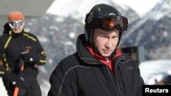 o Βλαντιμίρ Πούτιν κατά την επίσκεψη του σε χιονοδρομικό κέντρο κοντά στο Σότσι