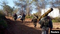 대전차포를 들고 가는 시리아 반군 병사. (자료 사진)