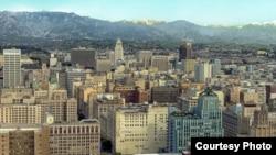 洛杉矶城区百老汇街段。