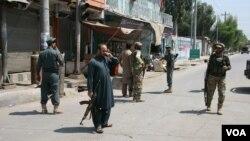 در حملۀ امروز بر مهمانخانۀ حاجی ظاهر قدیر، دو محافظ وی و دو مهاجم کشته شدند