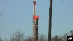 天然气井架