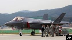 參加首爾國際航空及防務展的一架美國F-35隱形戰鬥機。(2017年10月16日)
