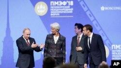 Владимир Путин, Кристин Лагард, Синдзо Абэ и Эммунаэль Макрон
