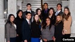Doce estudiantes hispanos llegan al Congreso para ver de cerca cómo funciona el sistema federal y les sirva de inspiración en su futuro profesional.