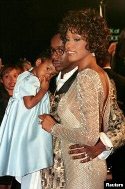 ویتنی هیسوتون در کنار همسر و دخترش