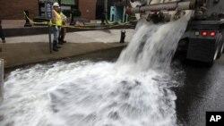 Откачка воды из подвала дома в Нью-Йорке