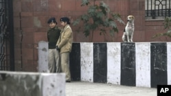 Indian female police officers stand guard outside the district court where five men accused in a gang rape were brought to appear in New Delhi, India, January 7, 2013.