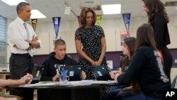 El presidente Barack Obama, junto a su esposa Michelle, anuncieron un nuevo paquete de $750 millones de dólares para programas educativos.