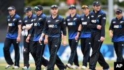 تیم ملی کرکت نیوزیلند با این پیروزی طلایی در صدر جدول گروهی قرار گرفت.