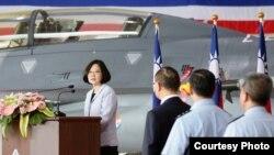 台湾总统蔡英文视察花莲空军基地(图片来源:台湾总统府)