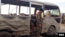پولیس بلخ میگوید که در میان زخمیان این رویداد، نظامیان بلندرتبه و پایینرتبه شامل اند.