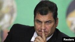 El presidente de Ecuador, Rafael Correa, se reunió este lunes a puerta cerrada con su embajadora en Londres, Ana Albán, llamada a consultas sobre el caso Assange.