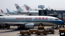 Pesawat yang mengangkut para pekerja perusahaan tambang Ramu NiCo Management Ltd., ditolak datang ke Port Moresby, 21 Agustus 2020. (Foto: ilustrasi).