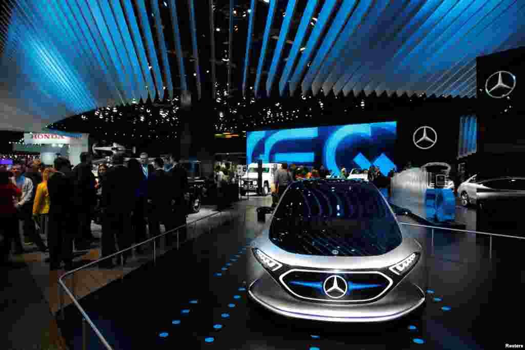 رونمایی از خودرو مرسدس بنز EQA در نمایشگاه بین المللی خودرو آمریکای شمالی در دیترویت میشیگان
