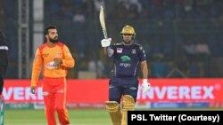 اعظم خان نے پی ایس ایل کے افتتاحی میچ میں 33 گیندوں پر 59 رنز بنائے۔