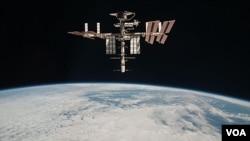 Foto yang dirilis NASA tanggal 23 Mei 2011 ini menunjukkan Stasiun Antariksa Internasional yang diambil oleh kru ekspedisi 27 Paolo Nespoli dari Soyuz TMA-20 sebelum dilepaskan dari orbitnya (Foto: dok).
