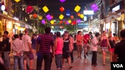 """Pub Street"" area in the Cambodian tourist town of Siem Reap on Thursday, March 19, 2015. (Nov Povleakhena/V"