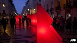 Đèn trang trí Giáng sinh ở Augusta Rua, khu mua sắm chính của Lisbon, 5/12/2011