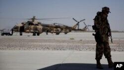 سرباز ناتو در افغانستان