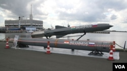 Misil supersonik Brahmos, hasil kerjasama antara India dan Rusia.
