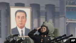 평양 시가를 행진하는 북한 탱크부대 (자료사진)