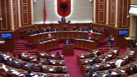 Shërbimi diplomatik shqiptar mes politizimit dhe profesionalizmit