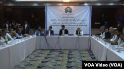 اعضای این جرگه را که بیشتر سران مذهبی و سیاسی افغانستان تشکیل میدهد.
