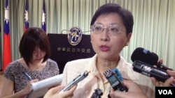 台湾外交部发言人高安接受媒体采访 (美国之音莉雅拍摄)