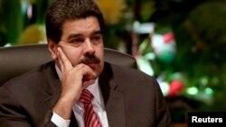 """El presidente Nicolás Maduro advirtió a Estados Unidos que iba a salir """"mal parado"""" tras firmar sanciones a funcionarios venezolanos."""