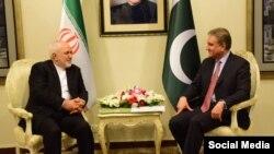 ایرانی وزیر خارجہ جواد ظریف اور شاہ محمود قریشی کے درمیان اسلام آباد میں ملاقات۔ فائل فوٹو