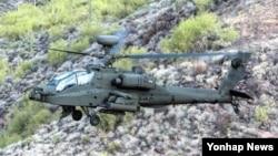 한국 육군이 내년에 도입할 미국산 대형공격헬기 '아파치 가디언'(AH-64E)이 2일 미국 현지에서 첫선을 보였다.