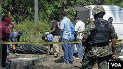 Los Zetas son acusados de varios crímenes entre ellos la masacre de inmigrantes indocumentados.