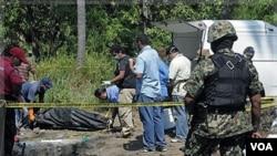Los Zetas son acusados de varios crímenes entre ellos la masacre de 72 inmigrantes indocumentados en agosto de 2010.