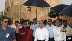 Burma President Thein Sein, center, visits Buddhist pilgrimage site Sarnath, 13 kilometers (8 miles) east of Varanasi, India, October 13, 2011.
