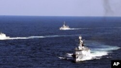 中國海軍軍艦2012年10月19日在浙江舟山對開海面演習 (美聯社)
