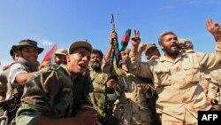Chiến binh NTC ăn mừng sau khi chiếm được thị trấn Sirte, ngày 20/10/2011