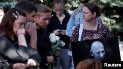 Lors d'une cérémonie funèbre pour Alexander Rastorguyev, l'un des trois journalistes de la télévision russe tués dans la République centrafricaine, à Moscou, en Russie, le 7 août 2018