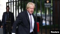 លោករដ្ឋមន្ត្រីការបរទេសអង់គ្លេស Boris Johnson អញ្ជើញទៅដល់វិមាន 10 Downing Street ក្នុងក្រុងឡុងដ៍ កាលពីថ្ងៃទី៣ ខែកក្កដា ឆ្នាំ២០១៨។